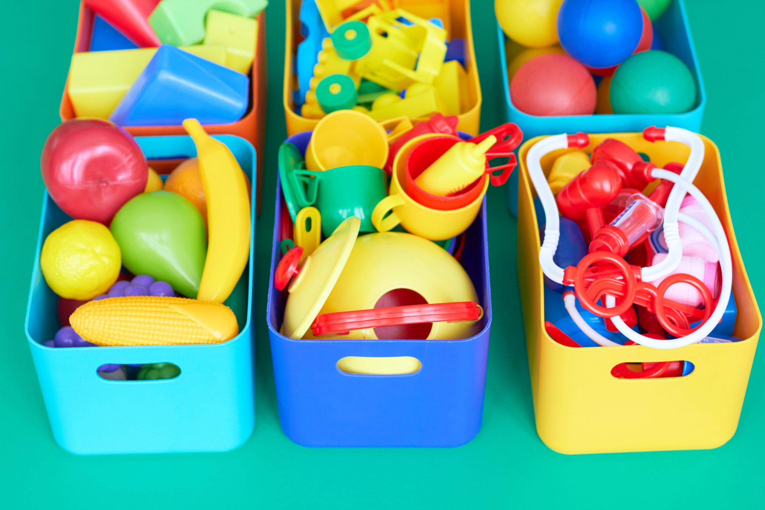 Are you sick of looking at your child's messy room? We have ways to help you organize kids rooms! We even have ideas for you to organize kids rooms with storage.