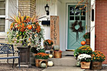 19-ways-to-make-your-neighbors-jealous-of-your-fall-porch10