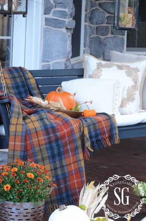 19-ways-to-make-your-neighbors-jealous-of-your-fall-porch14