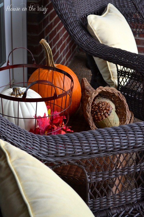 19-ways-to-make-your-neighbors-jealous-of-your-fall-porch15