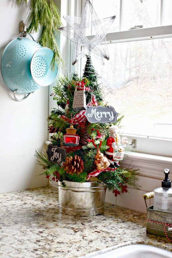14-ways-to-decorate-your-kitchen-for-christmas12