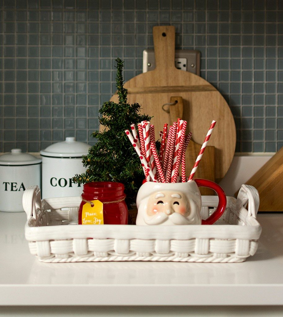 14-ways-to-decorate-your-kitchen-for-christmas3