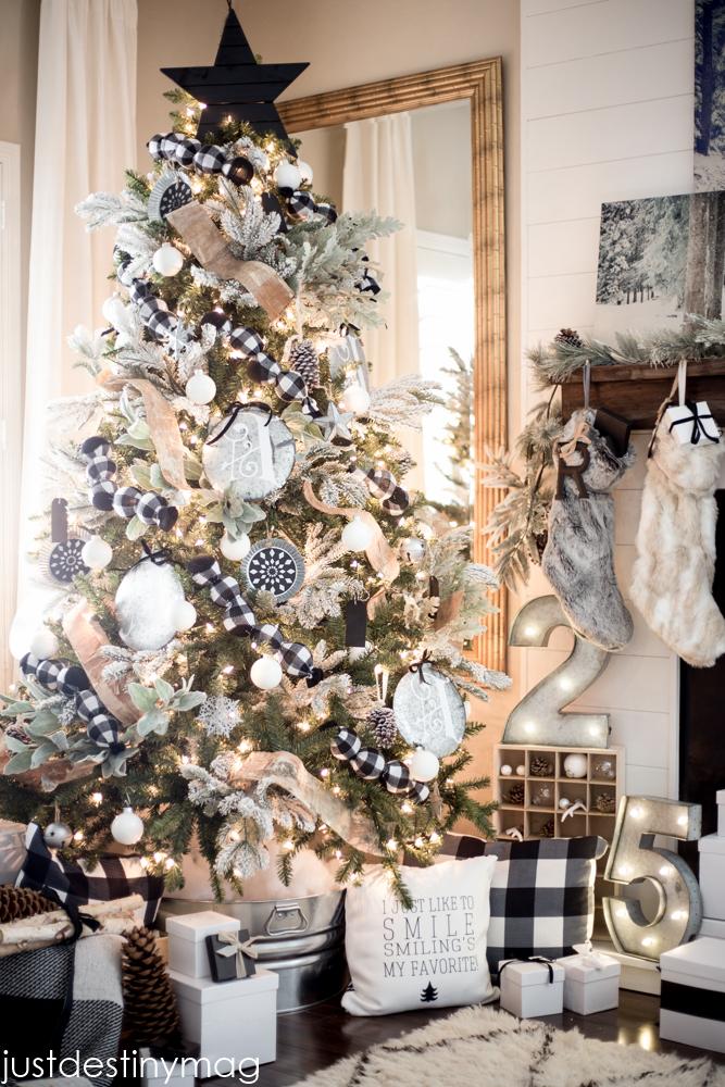 buffalo-check-christmas-tree