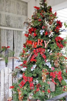 a-rustic-plaid-farm-house-_-cabin-christmas-tree-by-kara-allen-_-karaspartyideas-com-for-michaels-michaelsmakers-dream-tree-challenge-73