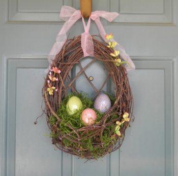 26-Creative-and-Easy-Handmade-Easter-Wreath-Designs-14-620x615