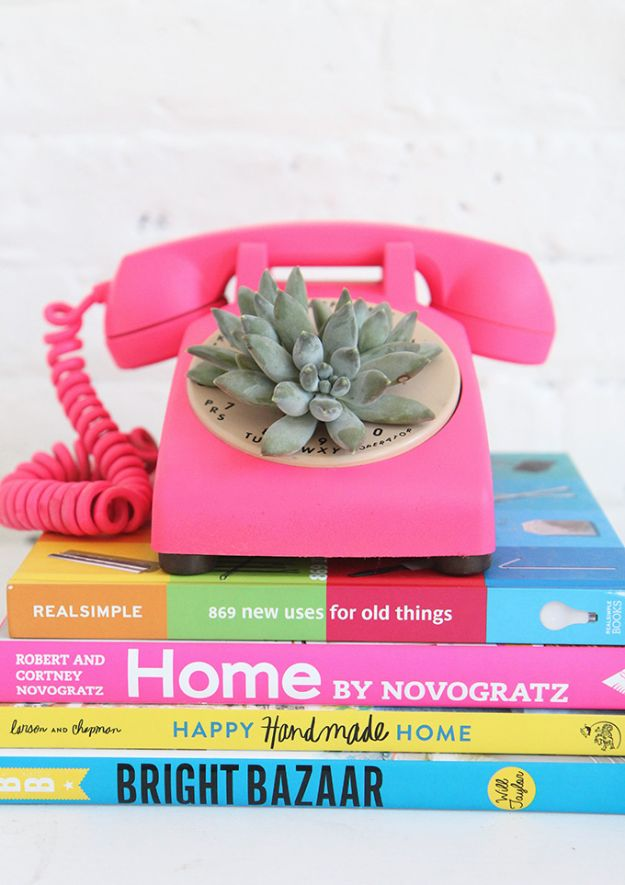 DIY-Rotary-Phone-Succulent-Planter