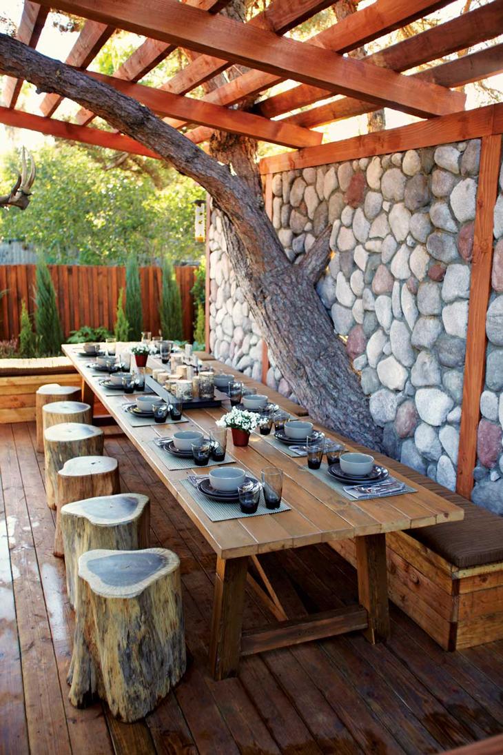 Stunning-backyard-design-with-charming-patio-decoration
