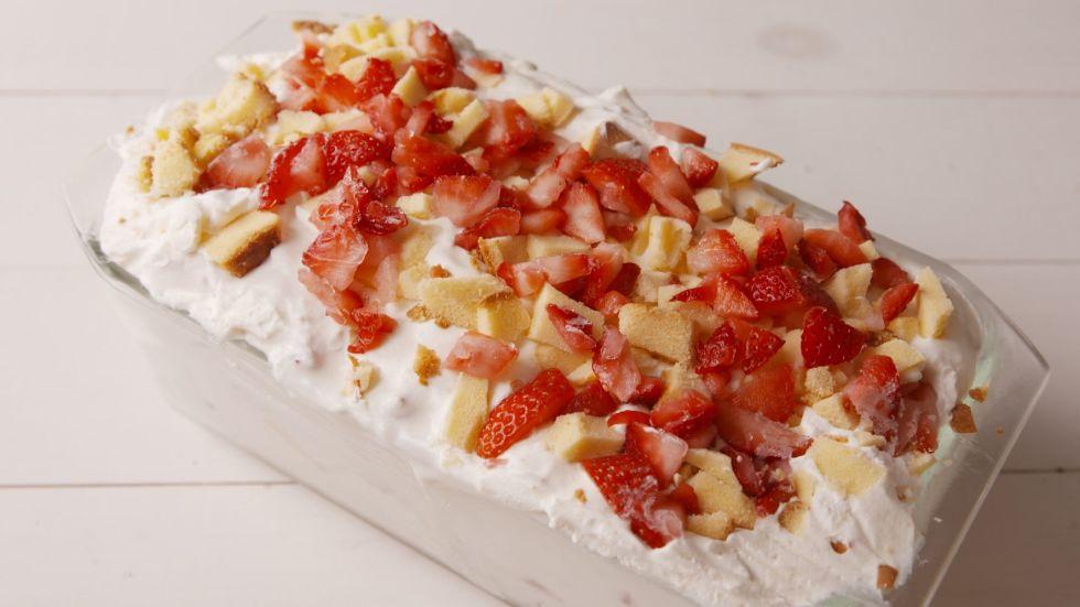 gallery-1454971826-strawberry-shortcake-no-churn-v100-00-01-07still002