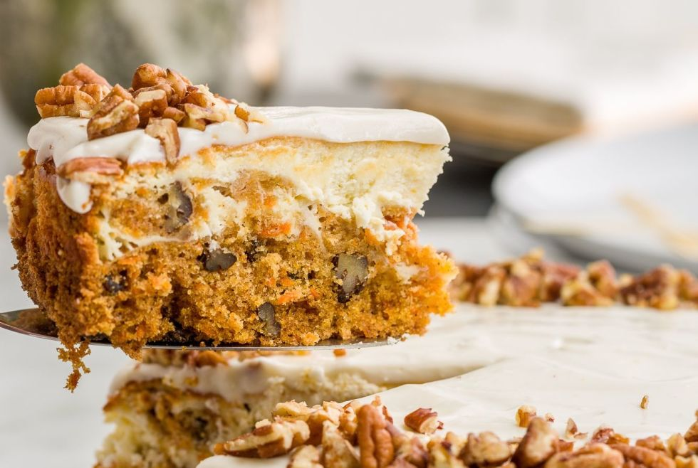 gallery-1458582160-delish-carrot-cake-cheesecake-5-2