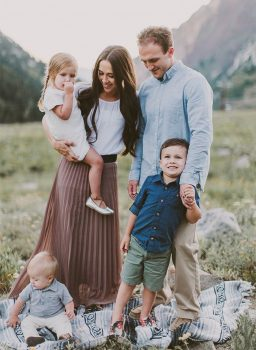 family pictures, hacks for family pictures, easy hacks for family pictures, hacks to make family pictures easy, family pictures tips and tricks, Family Photo Hacks