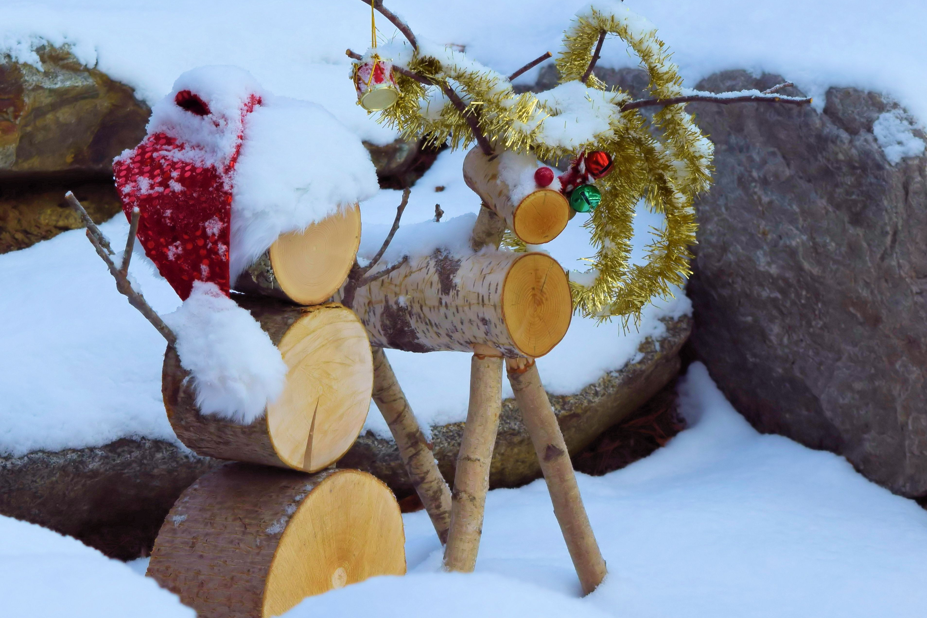 This reindeer is the perfect addition to any yard this Christmas season. For more birch wood Christmas decor ideas, look here! Birch Christmas Craft Decorations