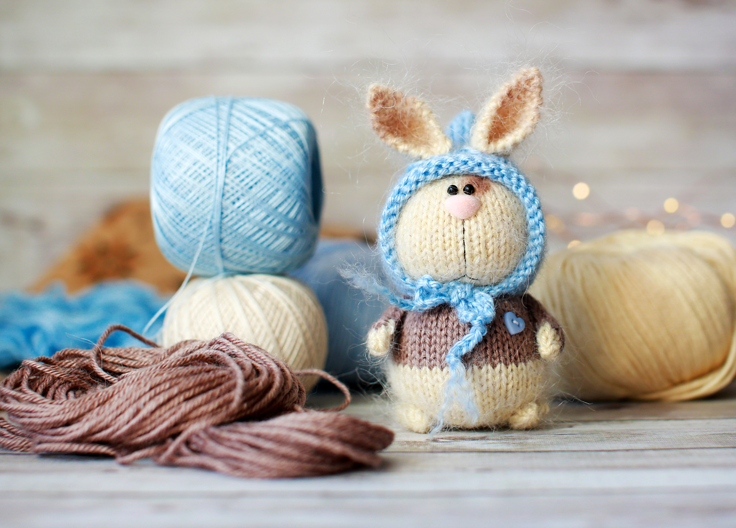 When I stumbled upon an adorable crochet peeps pattern I knew that I absolutely had to share. Keep reading for these super cute (and free!) crochet peeps patterns. You'll love all of the things you can create!