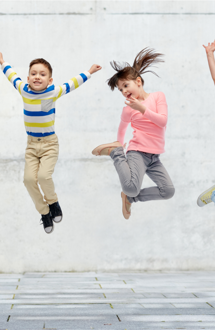 It can be hard to think of fun things to do with kids! Especially after tons of time at home with them. Check out these great ideas that will help you think of fun things to do with your kids at home, in the car, or wherever you are. Your kiddos will love these ideas!