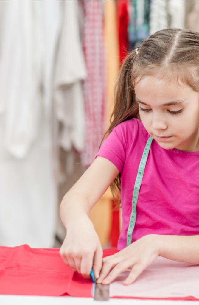 It's so much fun to try out a good sewing project! I've been sewing a lot lately and recently been really into easy sewing projects for kids. Not only are all the projects on this list easy enough for kids, but they make gifts for kids, too.