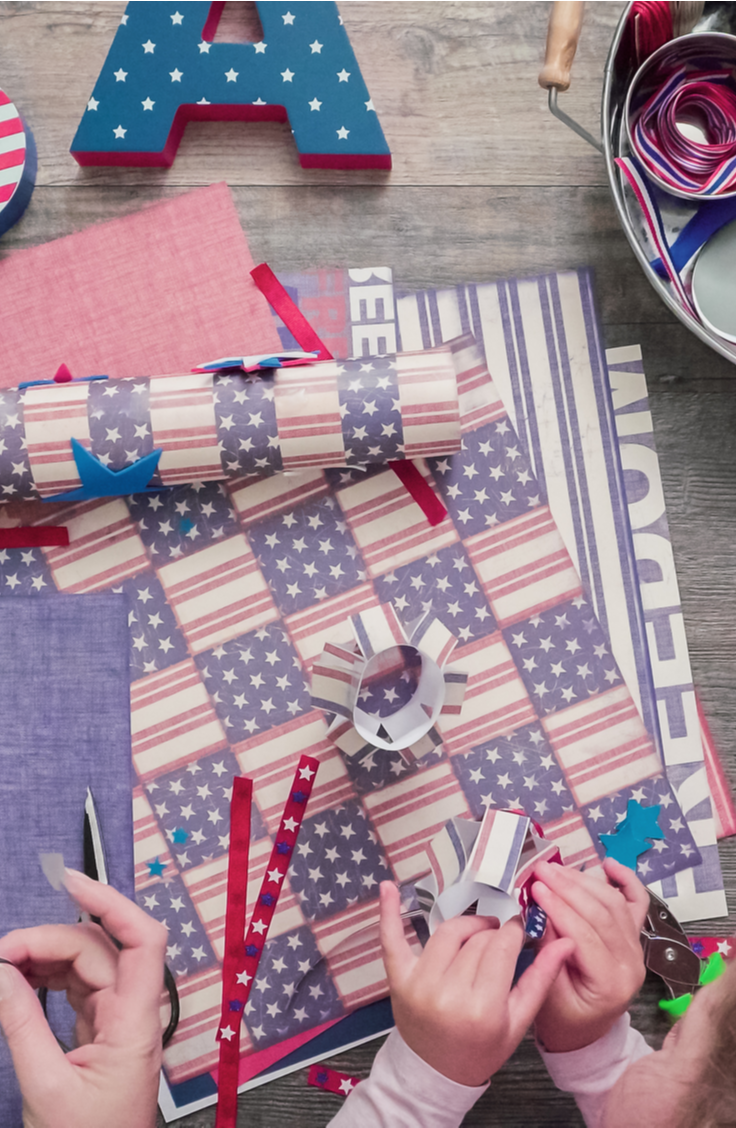 Summer is finally here and the 4th of July is right around the corner! Celebrate our independence with these incredible 4th of July crafts! These ideas are the best way to celebrate the holiday.