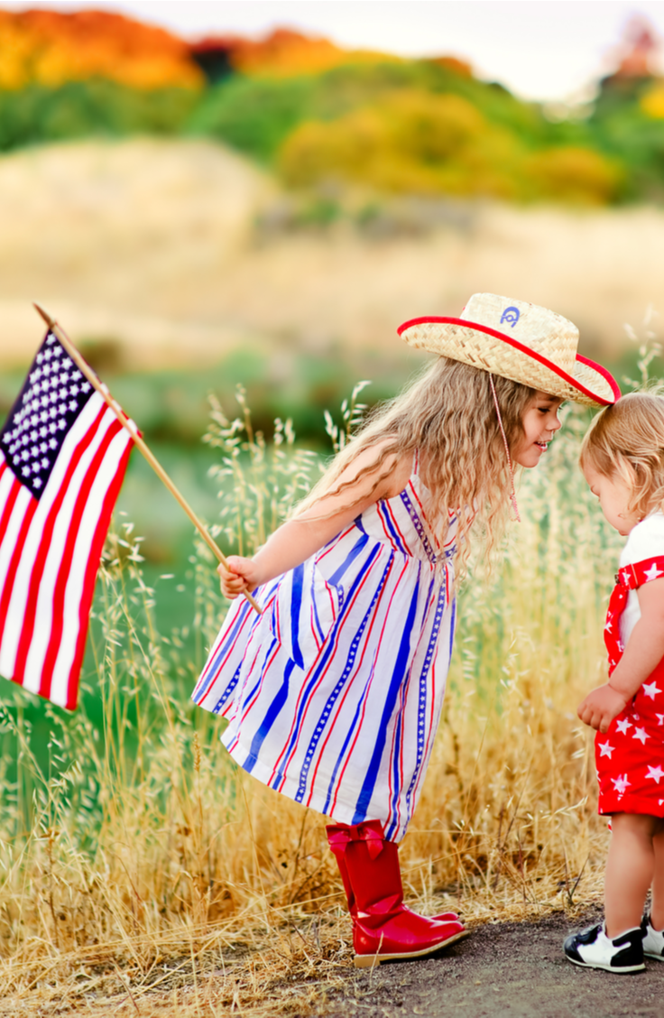 Summer is finally here and the 4th of July is right around the corner! Celebrate our independence with these incredible 4th of July crafts! These ideas are the best way to celebrate the holiday. You will love making these crafts!
