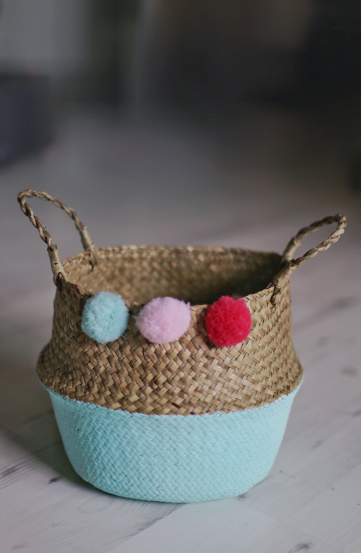 Keep your home organized and totally stylish with this easy tutorial for a boho DIY basket with pom poms. Believe it or not, this is such an easy DIY project that you could make more than one in no time at all.