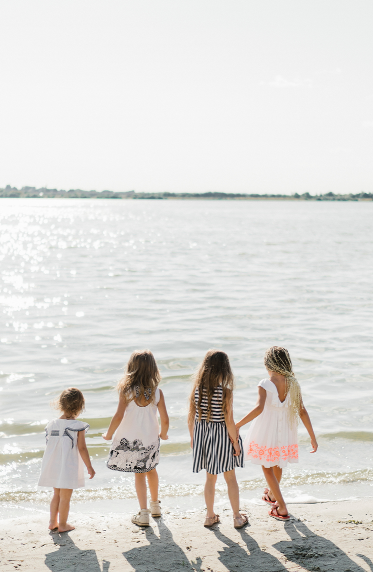 Looking for something fun to do this summer? Why not try out one of these DIY summer sewing projects? You might be surprised at how easy they are to make! You can even make things for your kiddos!