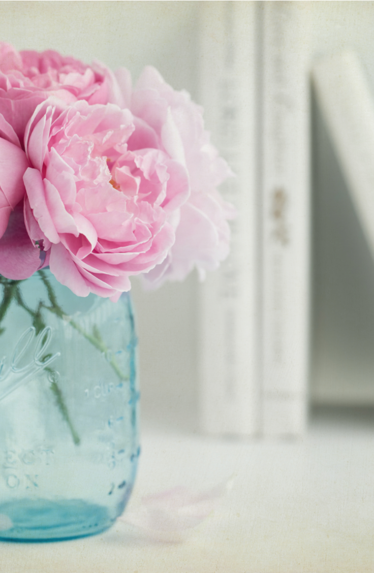 it's time for awesome DIY summer mason jar ideas! You can even tint the glass blue and use them as centerpieces for flowers!